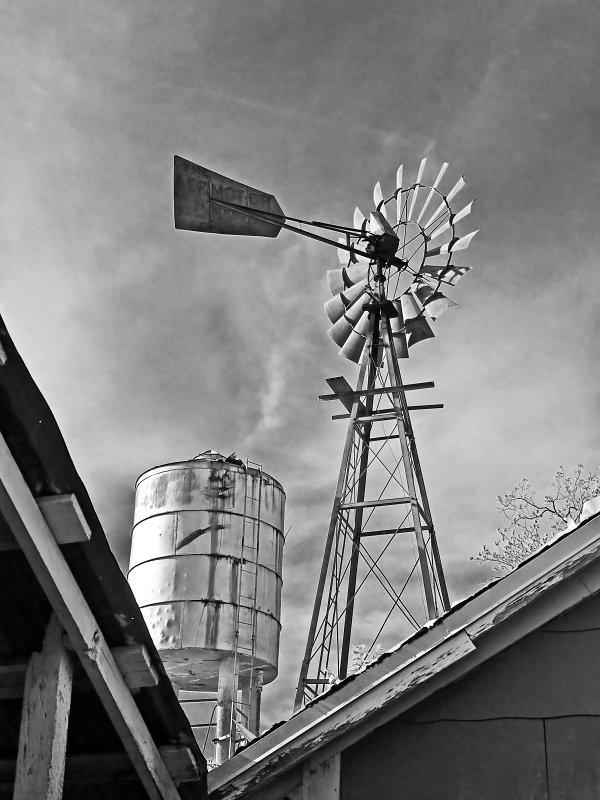 Nicholls Photo/Portfolio/Old and Rusty/Windmill and water tank